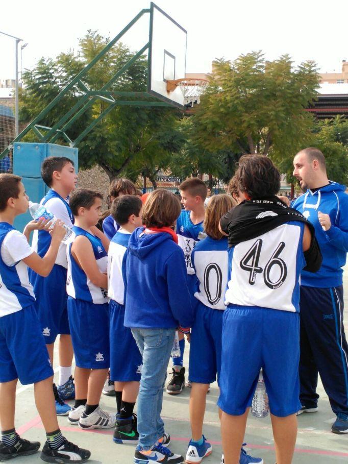 Alevines federados durante su partido contra La Vila